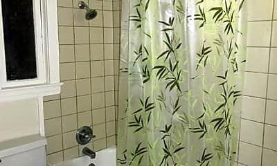 Bathroom, 324 Baker St, 2