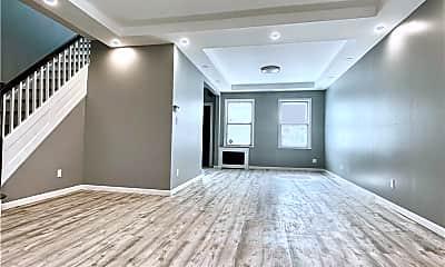 Living Room, 66-28 Saunders St, 0