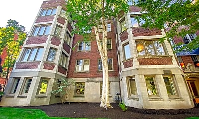 Building, 931 - 11th Ave E, 2