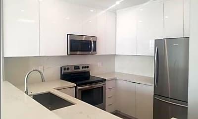 Kitchen, 555 S Barrington Ave 513, 1
