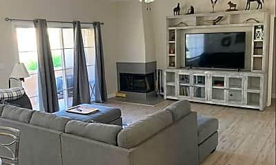 Living Room, 11333 N 92nd St 1067, 1