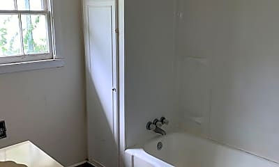 Bathroom, 702 W Yeagua St, 1
