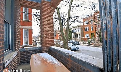 Patio / Deck, 949 N Hoyne Ave, 2