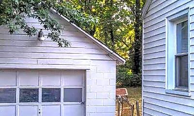 Building, 418 Iverson Way, 2