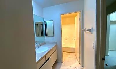 Bathroom, 7040 Haskell Ave, 2