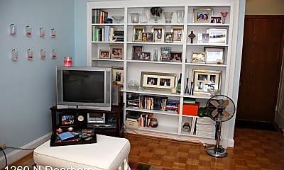 Living Room, 1260 N Dearborn St, 2