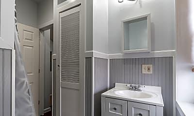 Bathroom, 517 W Girard Ave, 2
