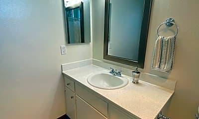 Bathroom, 1037 E Lexington Ave, 2
