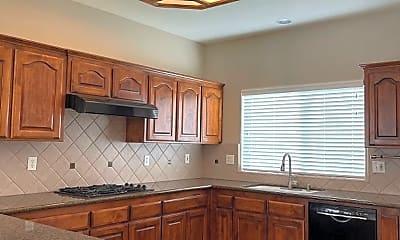 Kitchen, 636 Everglade Ave, 1