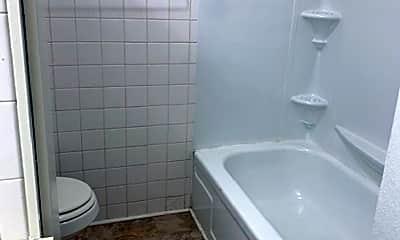 Bathroom, 917 Dreiling Rd, 2