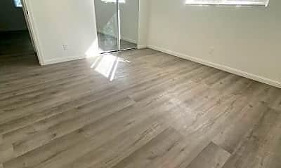 Living Room, 2417 S Budlong Ave, 2
