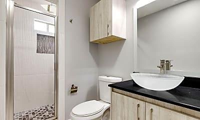 Bathroom, 2820 Wolverine St, 1