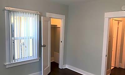 Bedroom, 2391 Linden Ave, 2