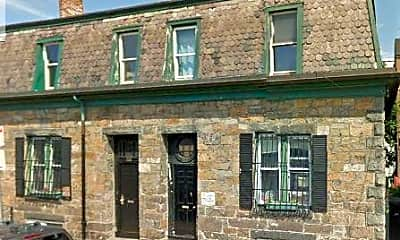Building, 682 Parker St, 1