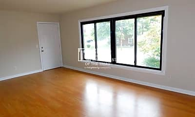 Living Room, 518 S Mendenhall St, 1