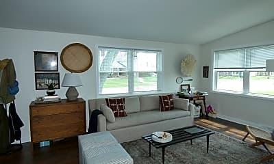 Living Room, 1319 Wakeman Ave, 1