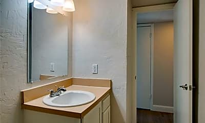 Bathroom, 304 E Mitchell St 903B, 2