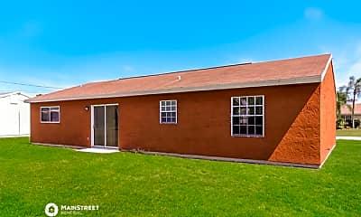 Building, 2250 SE Baron St, 2
