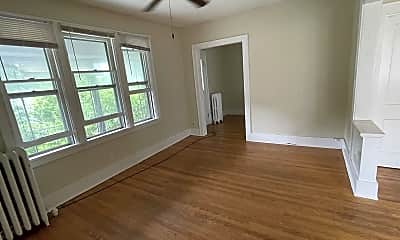 Living Room, 52 Pinewood Ave, 2
