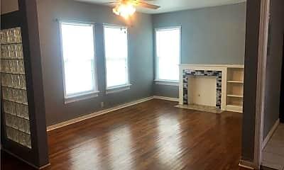 Living Room, 218 Glendale Dr, 2