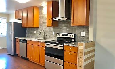 Kitchen, 1313 NE 131st Pl, 0