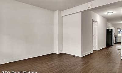Living Room, 622 Woodbine St, 2