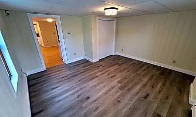 Living Room, 524 Whittenton St, 2
