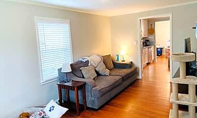 Living Room, 1018 Clarendon St, 1