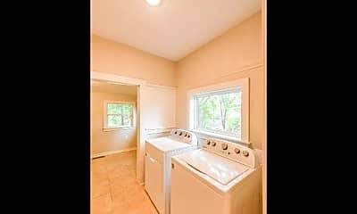 Bathroom, 3308 Lamar Street, 2