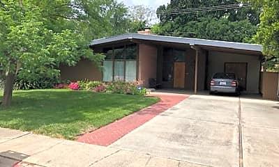 Building, 643 Miller Dr, 1