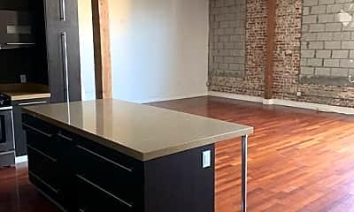 Kitchen, 652 Mateo St 201, 1