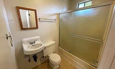 Bathroom, 517 Quarry Street, 2