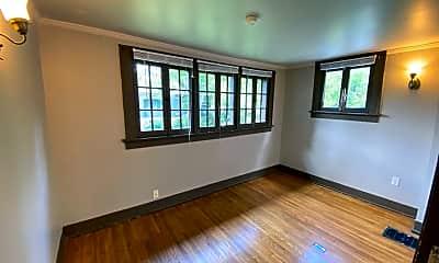 Living Room, 42 E Norwich Ave, 2