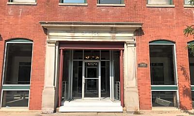 1900 S Clark St, 1