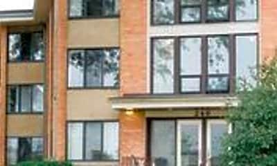 Building, 246 N Fowler St, 1