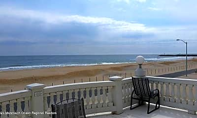 305 Beach Front, 2