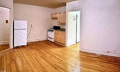 Living Room, 3030 Heath Ave, 1