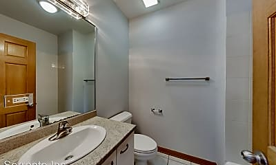 Bathroom, 2032 W Division St, 2