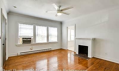 Living Room, 723 East Dr, 2