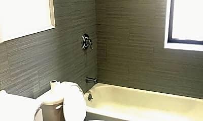 Bathroom, 61 Ellwood St, 2