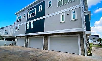 Building, 3702 W Roland St, 1