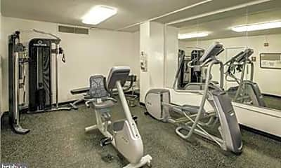 Fitness Weight Room, 4101 Cathedral Ave NW 812, 2