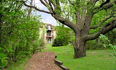 Amberwood Place Apartments, 1