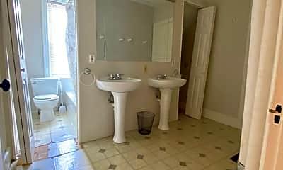 Bathroom, 150 Pitman St, 2