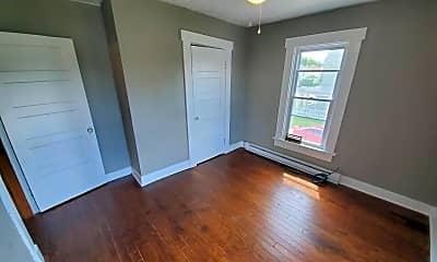 Living Room, 1401 Leonhard St, 1