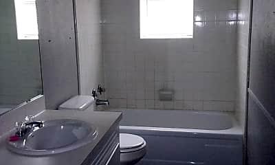 Bathroom, 700 E 35th St, 2