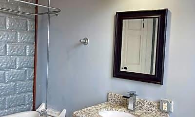 Bathroom, 514 Natchez St, 2