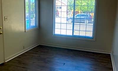 Living Room, 420 Burns St, 1