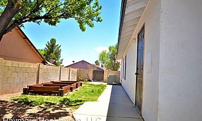 Building, 2747 Northridge St, 2