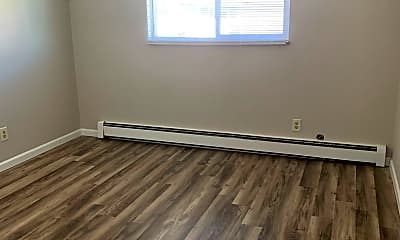 Living Room, 1002 E Jefferson Rd, 2